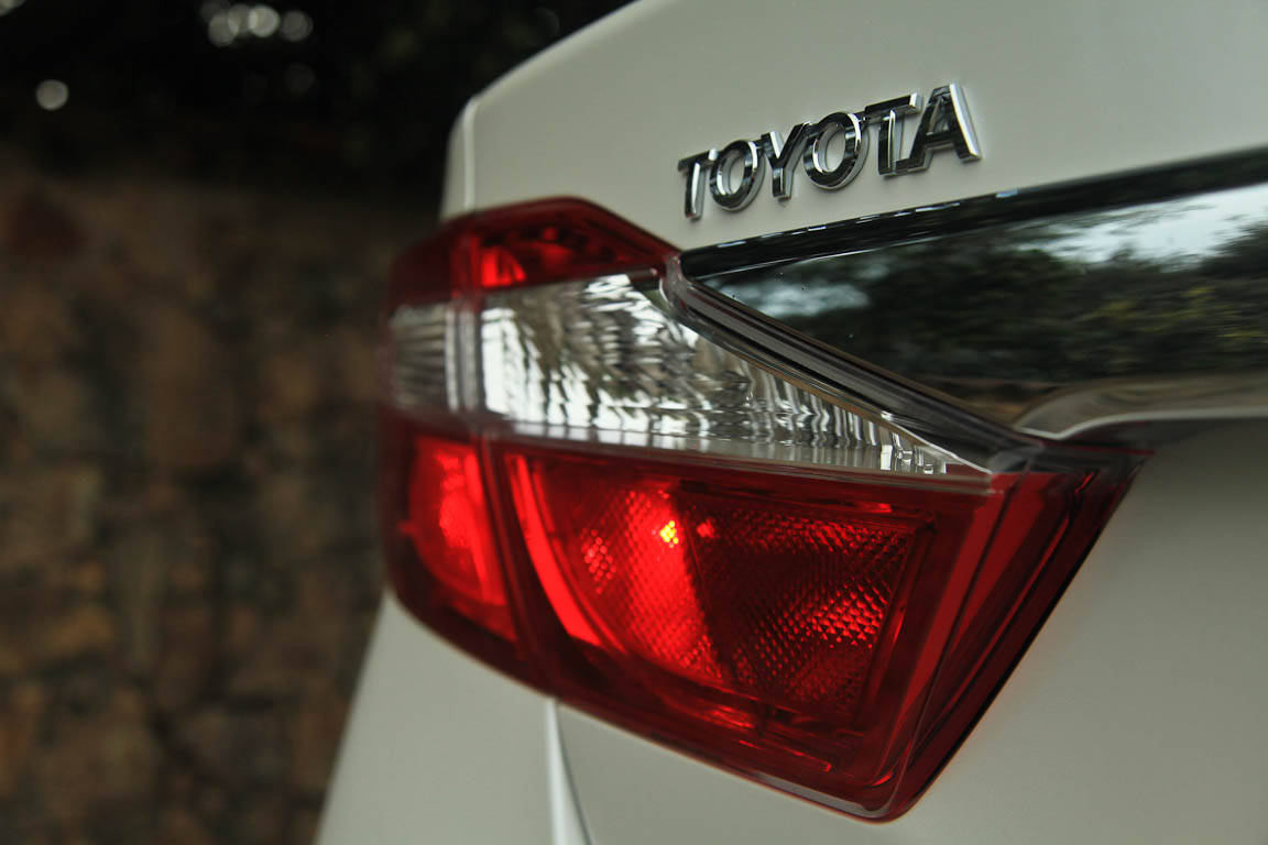 Toyota Camry: Новый взгляд на Бизнес-Класс