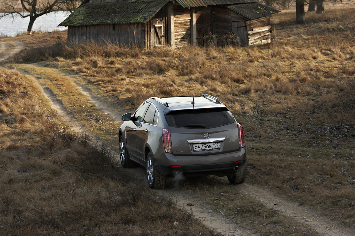 Cadillac SRX 2012: Найди десять отличий