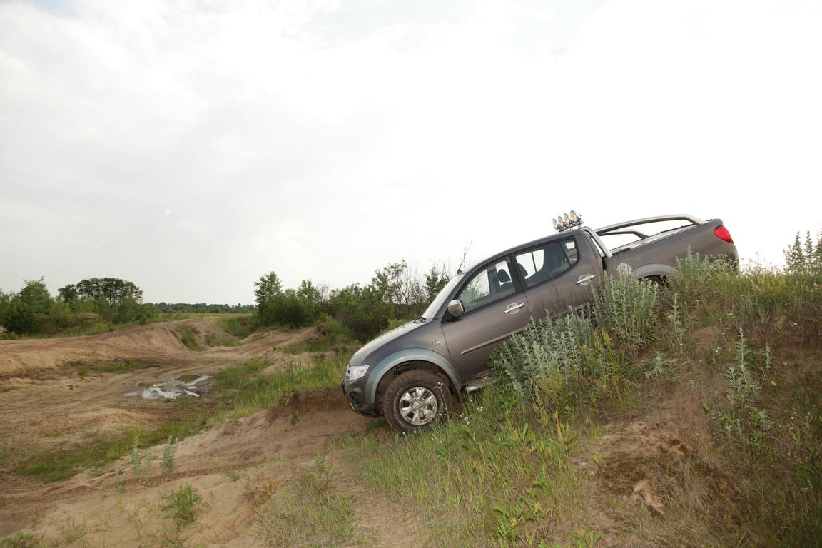 Mitsubishi L200: Сельский час