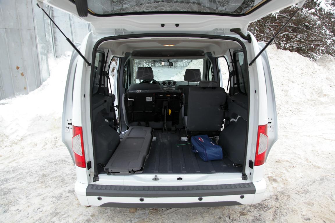 Ford Tourneo Connect: для дома, для семьи