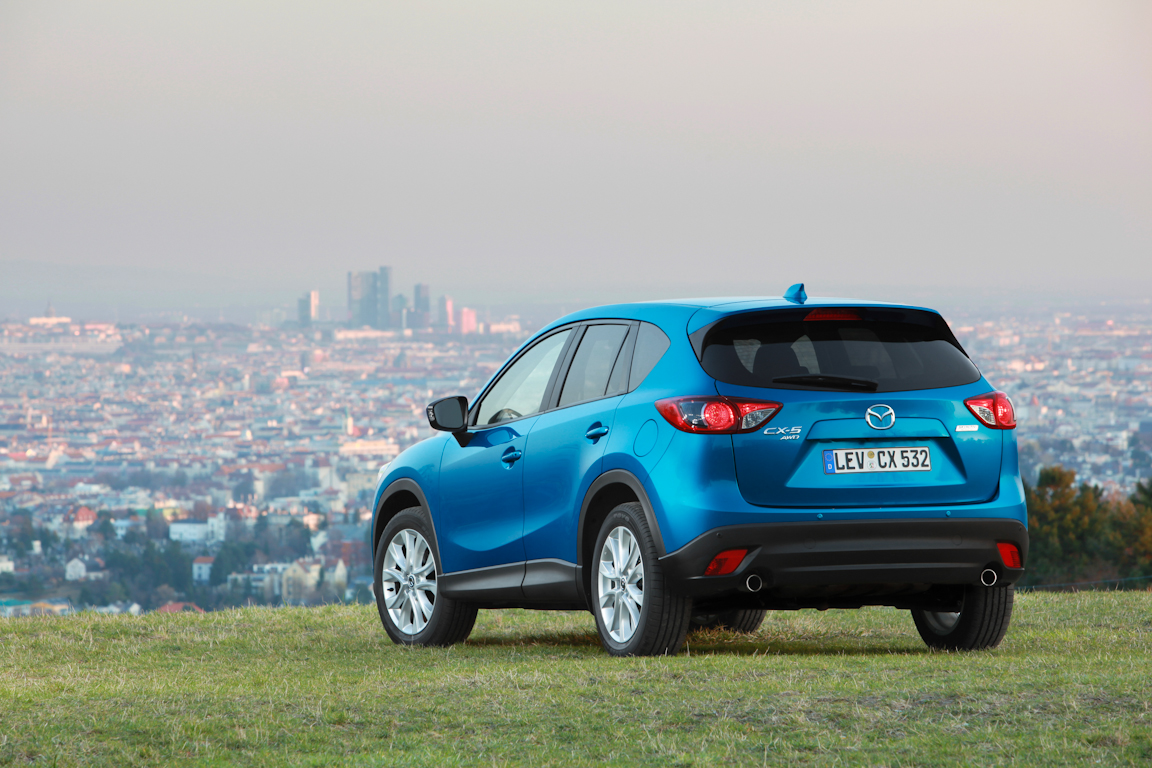 CX-5_2012_skyblue_still_14.jpg