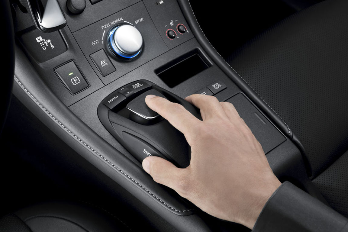 Тест-драйв Lexus CT 200h: Основное оружие «тихой революции»