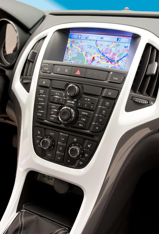 Opel Astra GTC: Техника молодежи