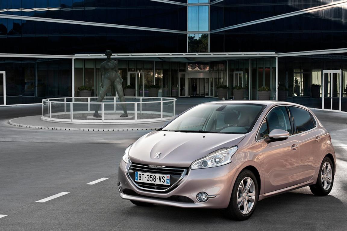 Peugeot-208_2013_1600x1200_wallpaper_0b.jpg