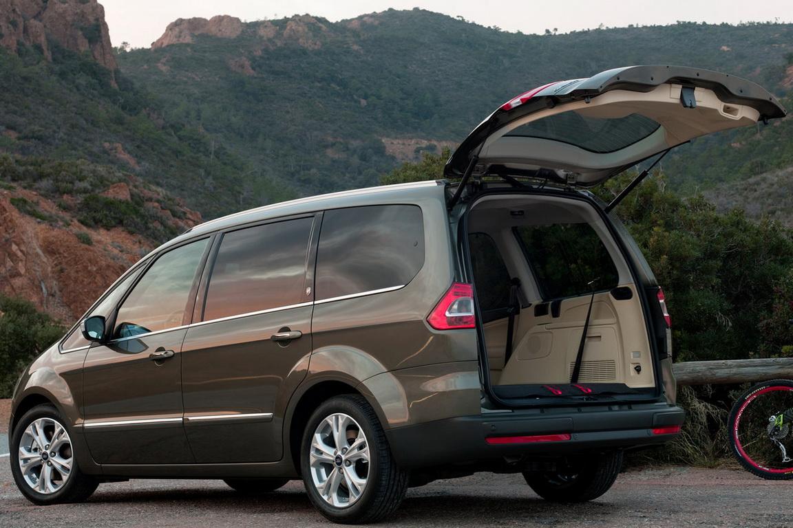Ford-Galaxy_2011_11.jpg