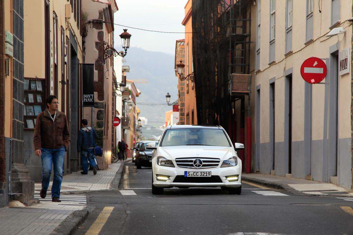 A_Mercedes-BenzC-Class_04.jpg
