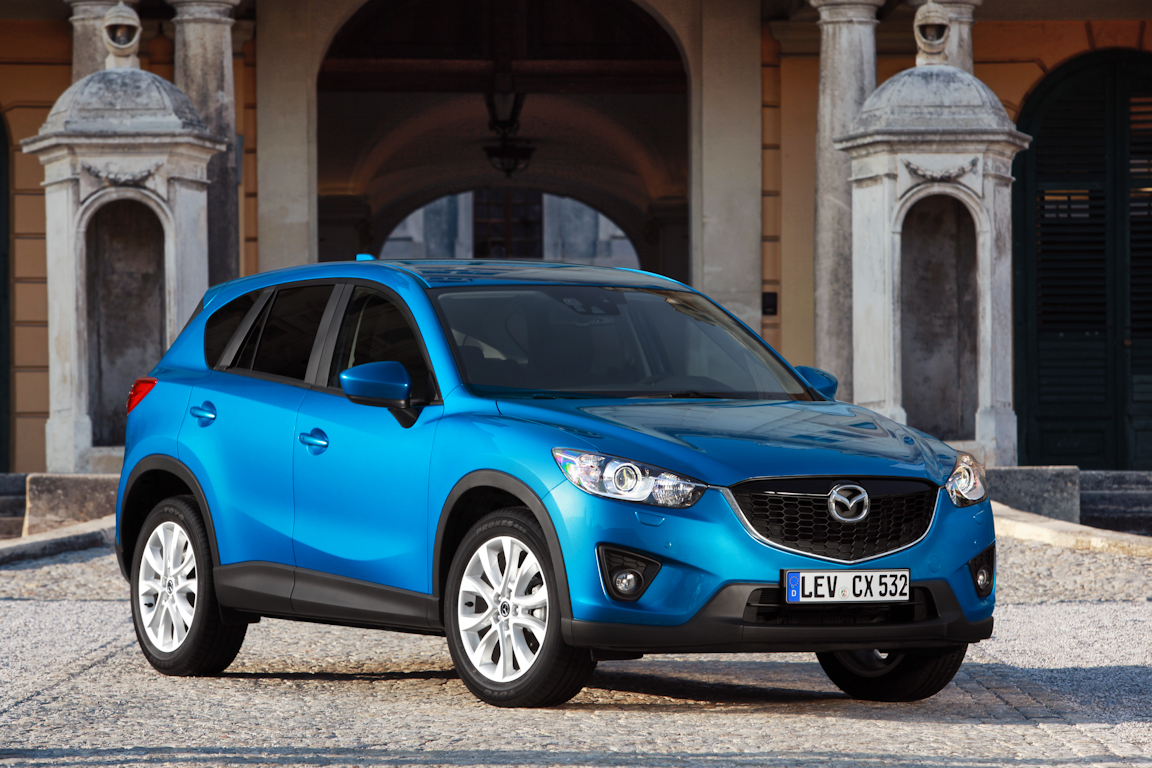 CX-5_2012_skyblue_still_19.jpg