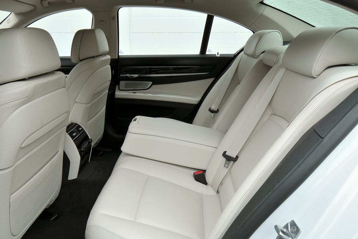 BMW-7-Series_2013_1280x960_wallpaper_3e.jpg
