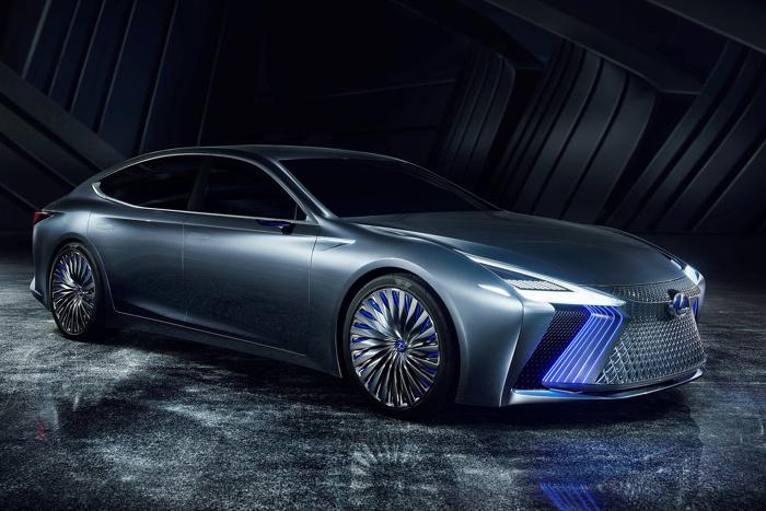 Lexus LS+