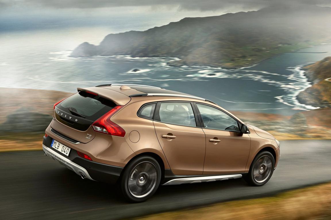 Volvo V40 Cross Country: Универсал или кроссовер?