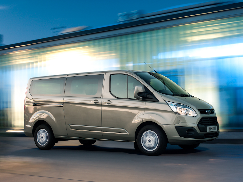 Ford_Tourneo_Custom__13.jpg