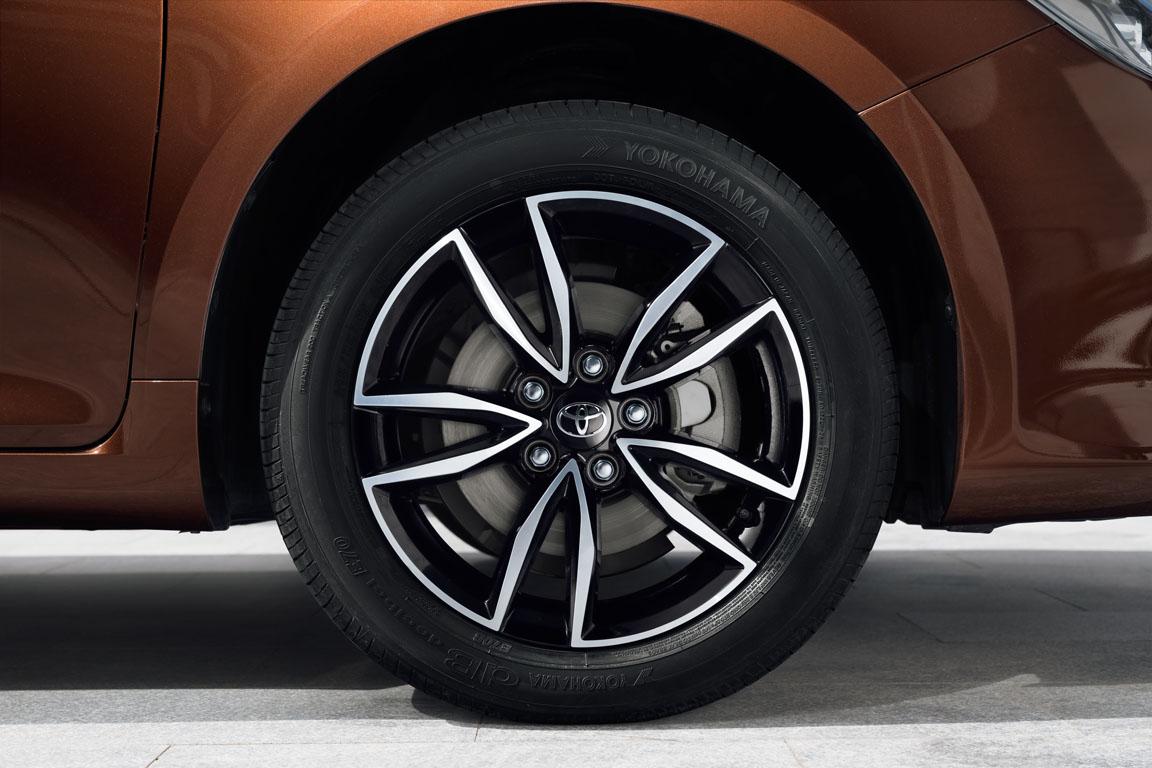 Toyota Camry рестайлинг 2017